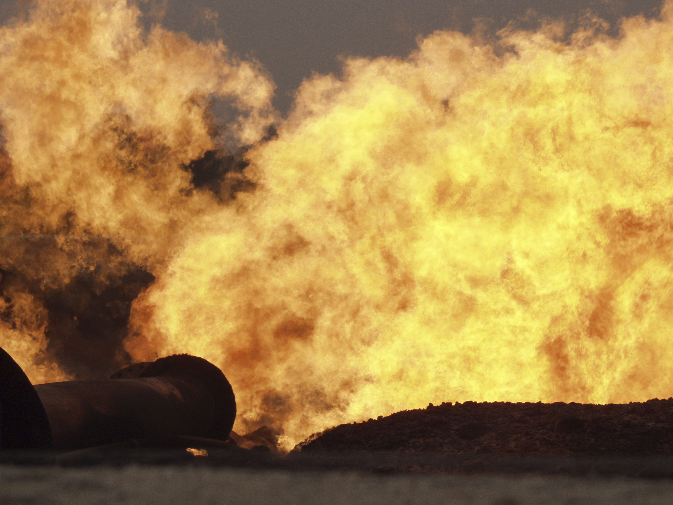 Shell gas flare at Rumuekpe, River State, Niger Delta. © Peter Roderick, March 2004