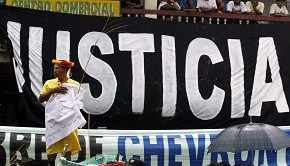 Justicia protest banner